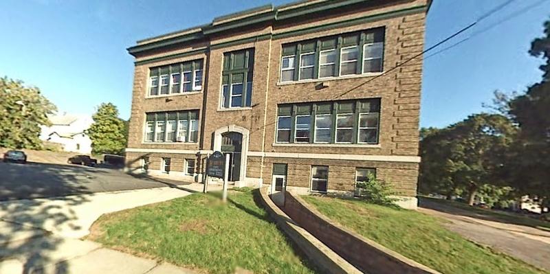 , 2B 41 Academy St,