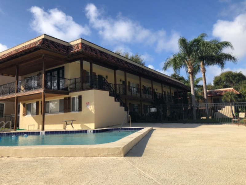 BEAUTIFUL APARTMENT COMPLEX W/POOL ON ROCKLEDGE DR