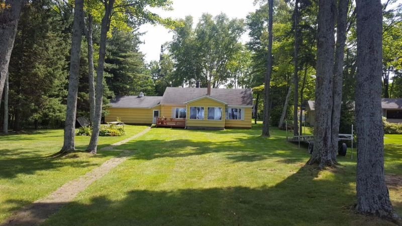 Waterfront home in Lakeshore Subdivision
