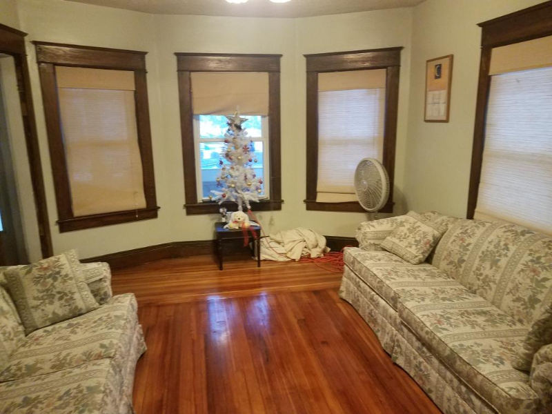 Rooms for rent in renovated duplex with balconies
