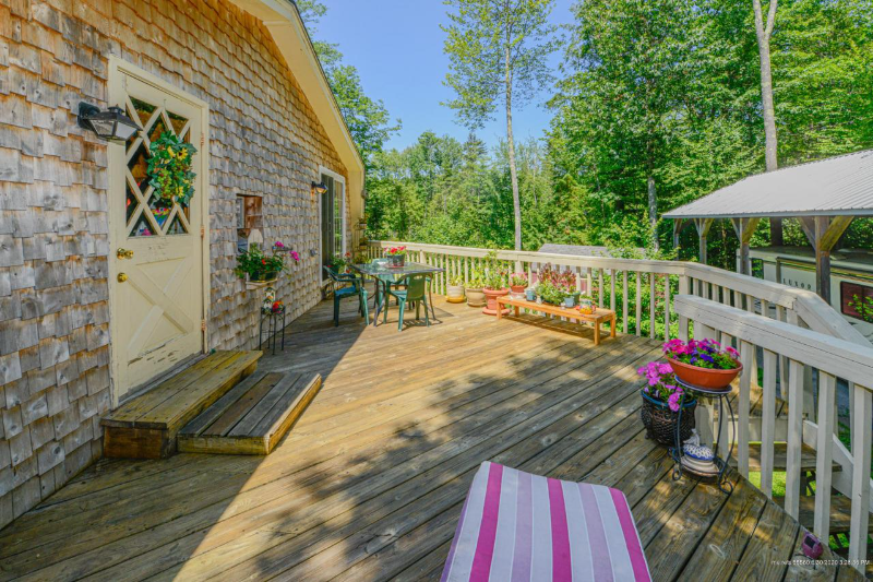large 1 bedroom with deck