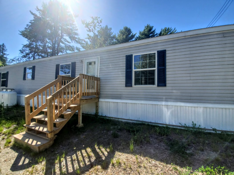 3BR/2BA Mobile Home on Nice Private Lot